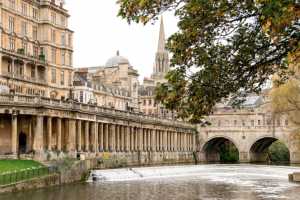 Holiday gift guide for the millennial traveler - experience a half day photography tour of Bath