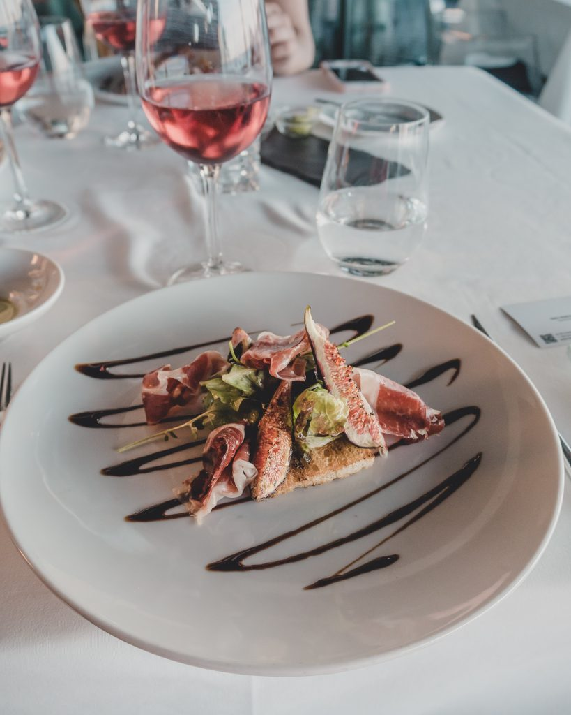 Where to eat in Cascais - dine at the wonderful Farol Hotel