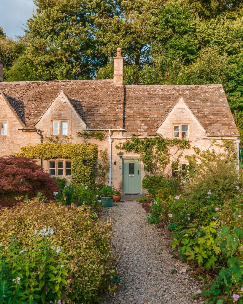 Exploring the prettiest village in the Cotswolds? Welcome to picturesque Bibury