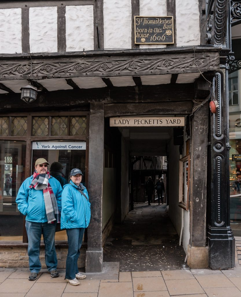 The snickelways of York make for a great walk around the city! Don't miss them when visiting York for a weekend.