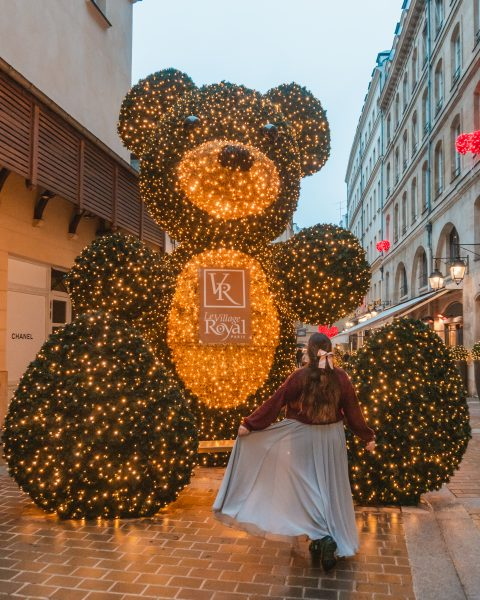 If you want to see a giant teddy bear with beautiful Christmas lights then head to Le Village Royal for one of the best Christmas decorations in Paris!