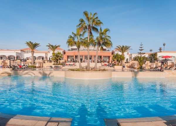 A top Agadir all inclusive resort is the beautiful ROBINSON Club Agadir. The outdoors pool is overlooked by palm trees which cast a shadow over the pool during midday light.