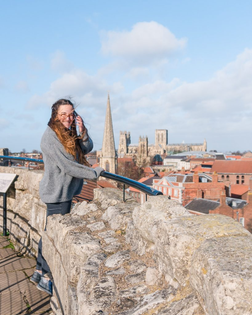 Clifford's Tower offers the best view over the city of York. Don't miss a visit there on a weekend in York!